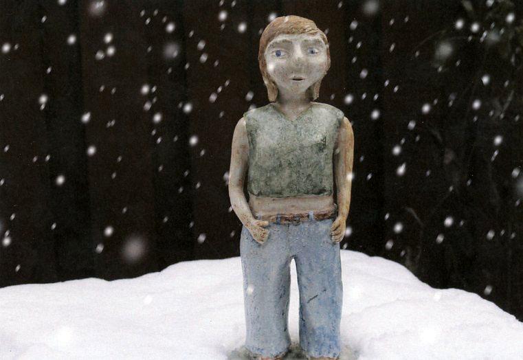 Karla bild 2 lerfigur i snö