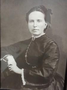 Bengta Möller f Hansson 1840-82 6 barn 4 blev vuxna Dog i TBC Farmos mor. Född och död i huset